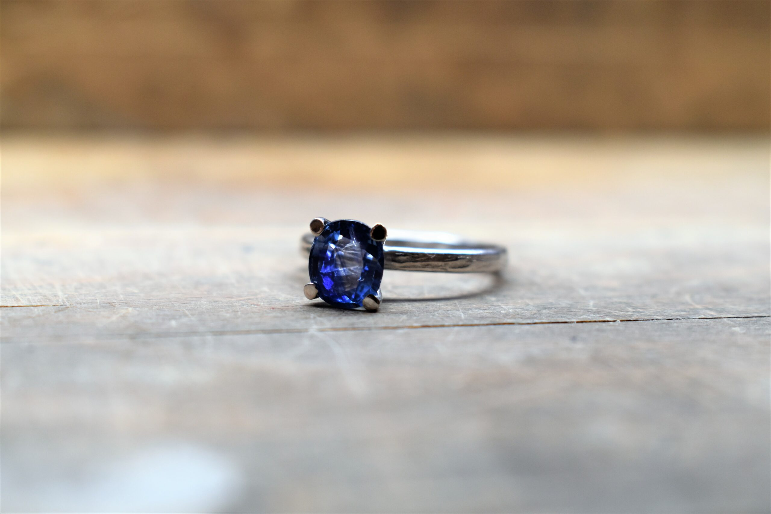 rhodium plated white gold sapphire engagement ring verlovingsring witgoud saffier blauw
