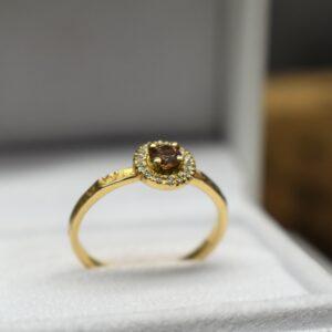 geelgouden ring met saffier en diamanten verlovingsring