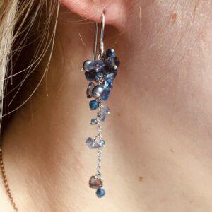 Nico Taeymans verzilverde oorbellen met blauwe kralen