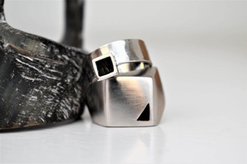 Custom design trouwringen met zwarte onyx