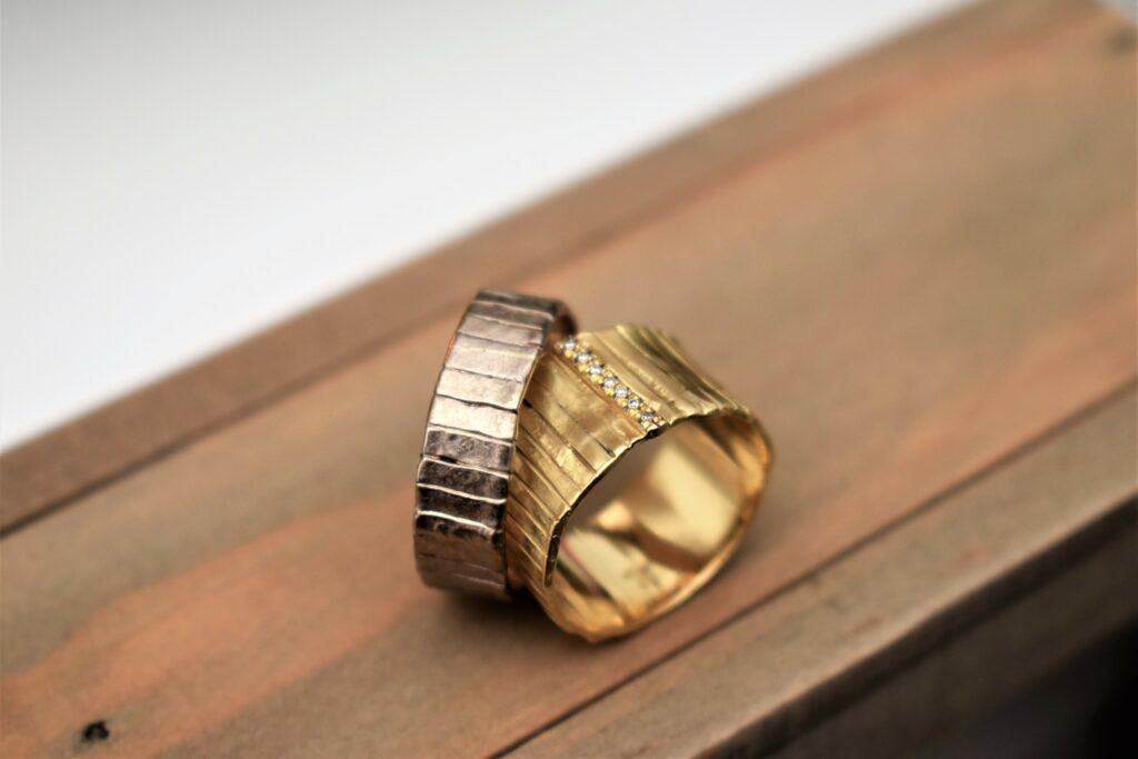 trouwring met diamant in witgoud en goud