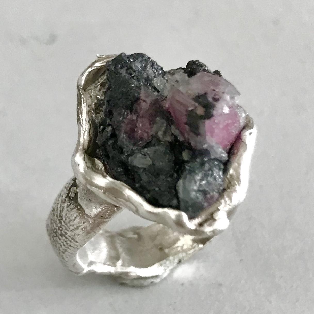 Zilveren ring met ruwe toermalijn