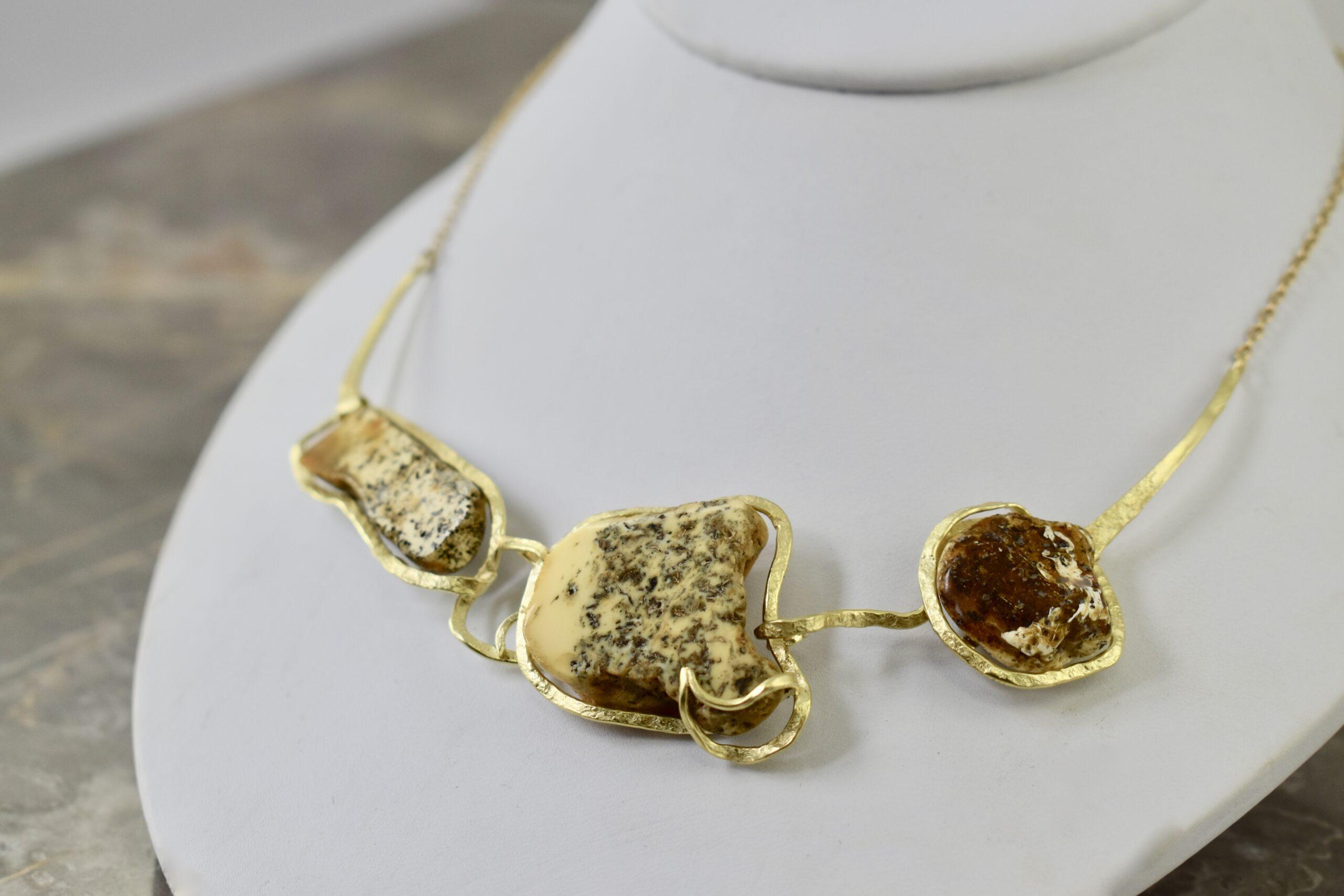 Geel gouden collier met amber