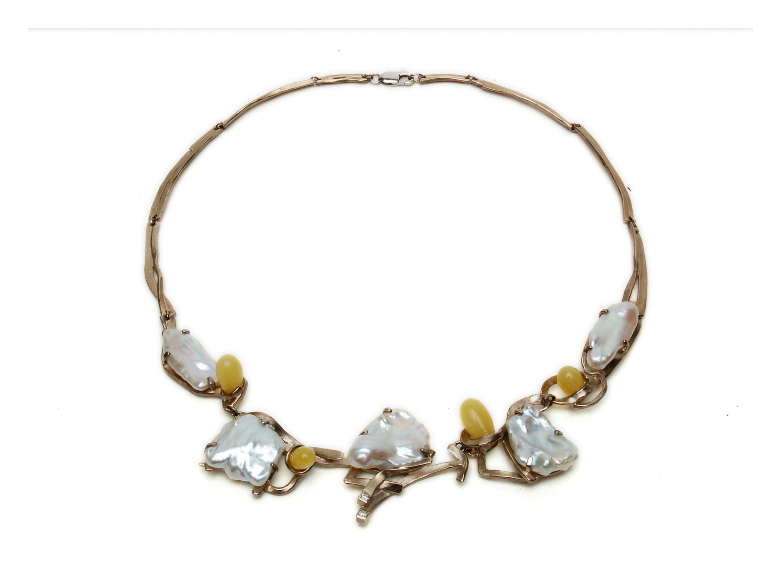 Wit gouden collier met parel, diamant en amber