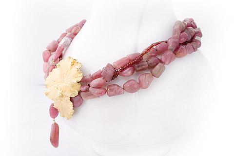 Collier van roze toermijn met geel gouden sierstuk