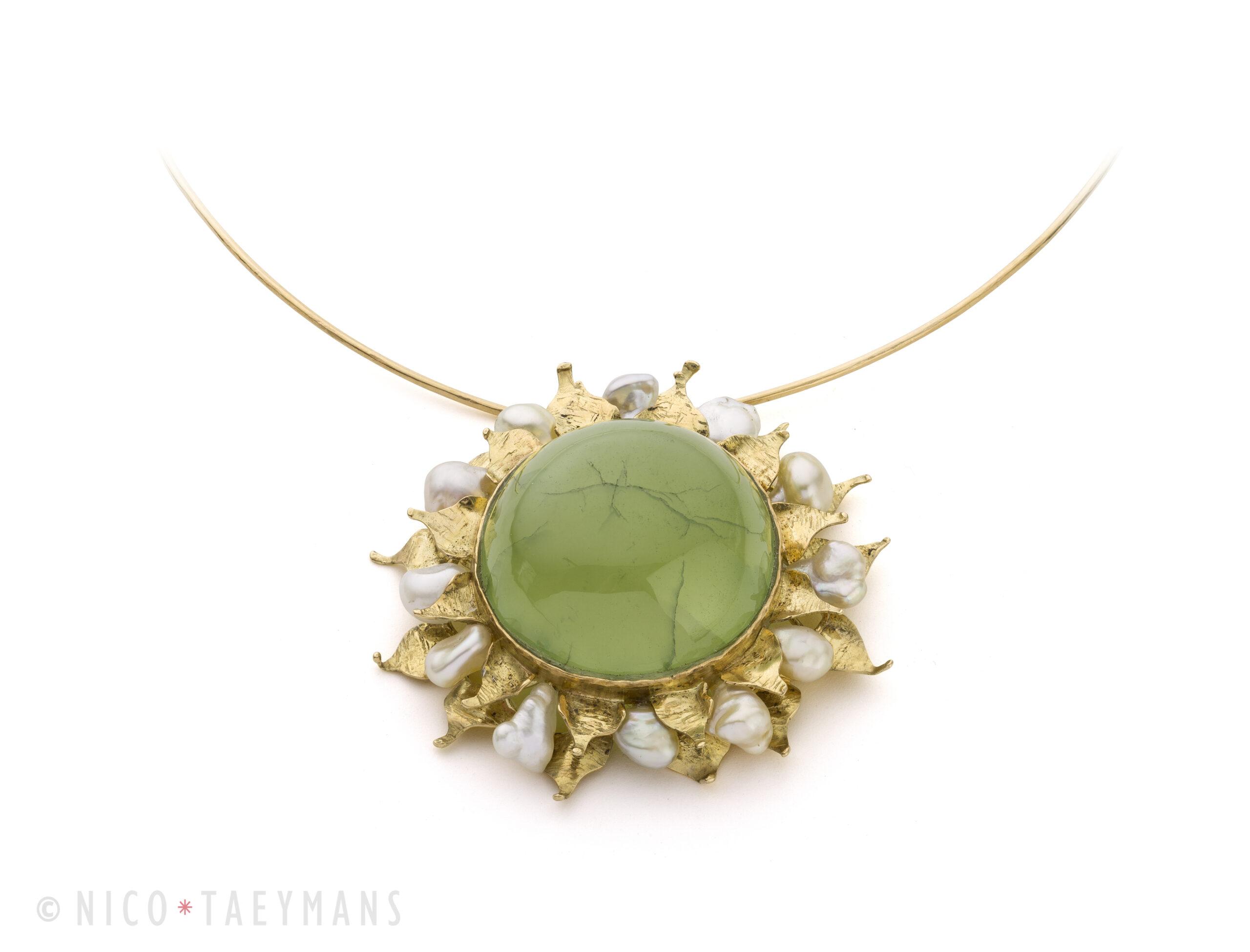 Geel gouden 'Zon' collier met parel en prehniet