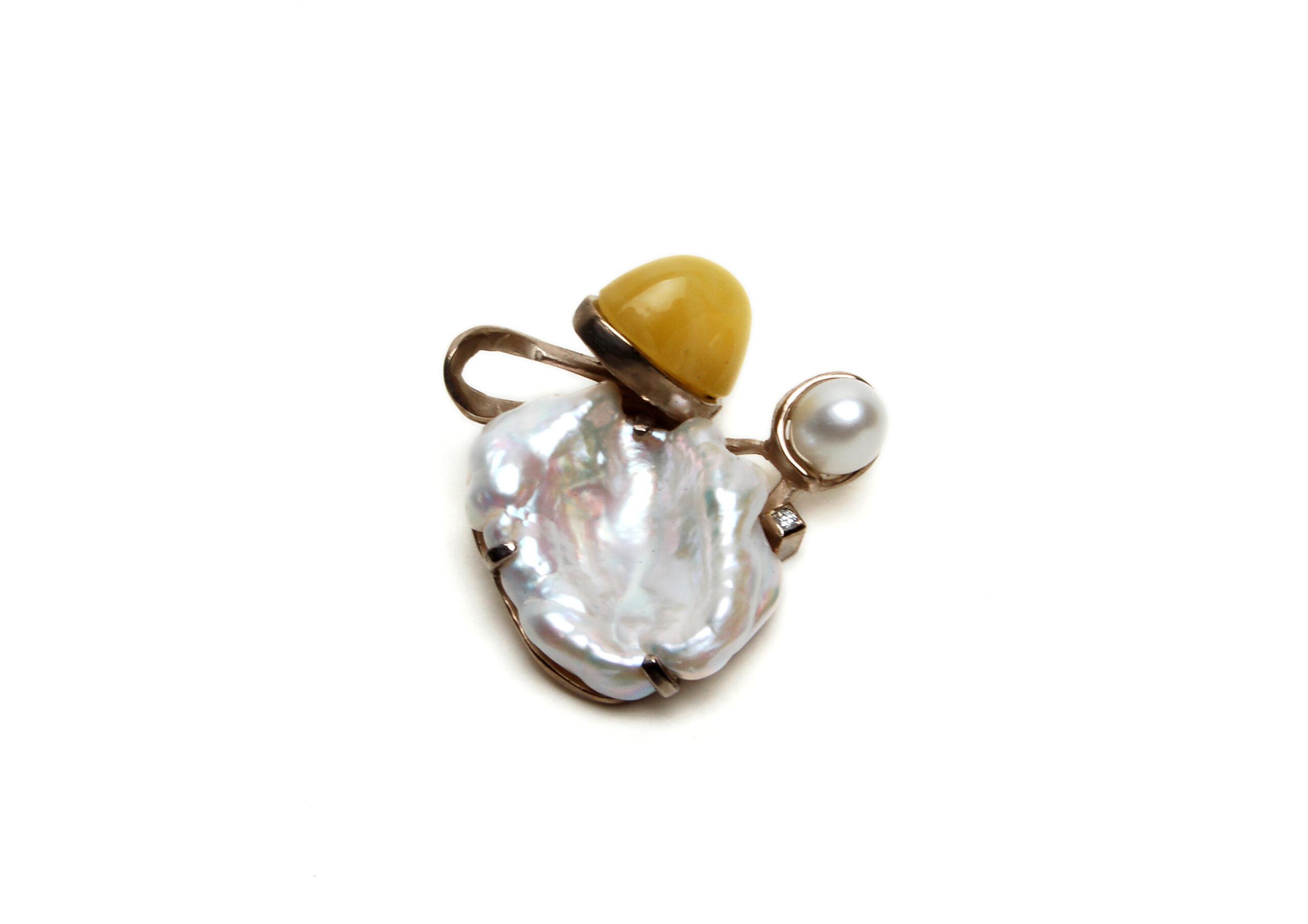 Wit gouden hanger met parel, diamant en amber