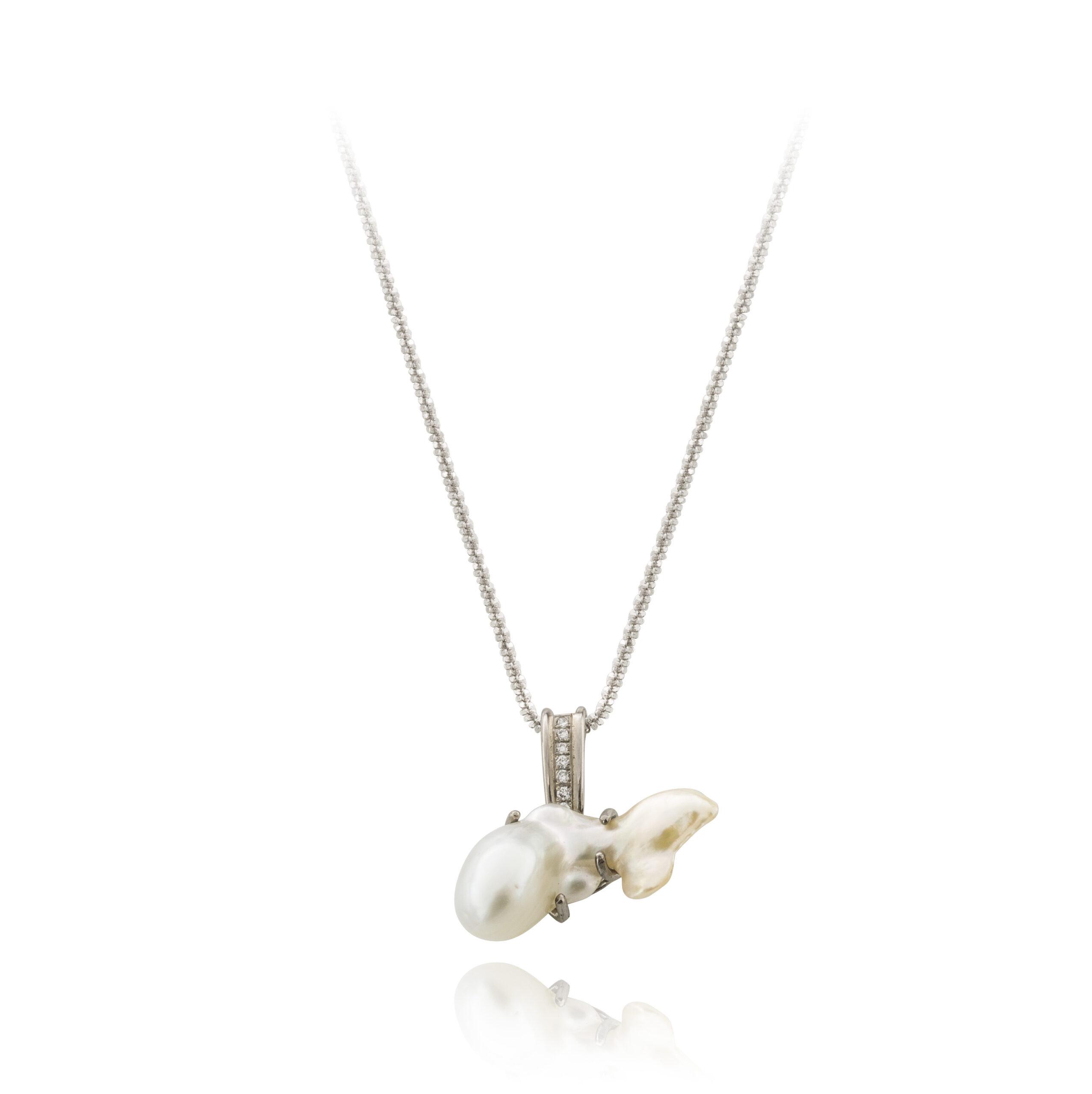 Wit gouden hanger 'visje 2' met parel en diamant
