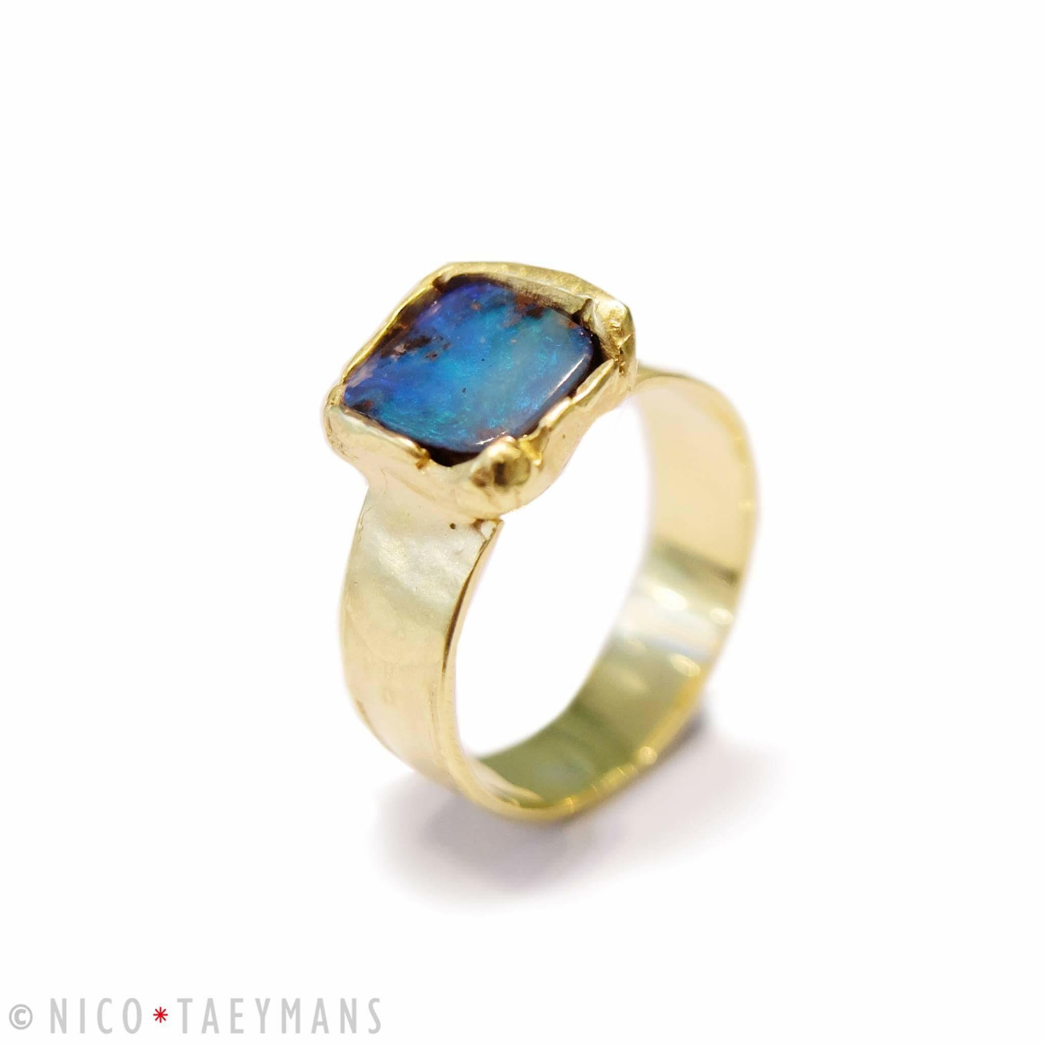 Geel gouden ring met opaal