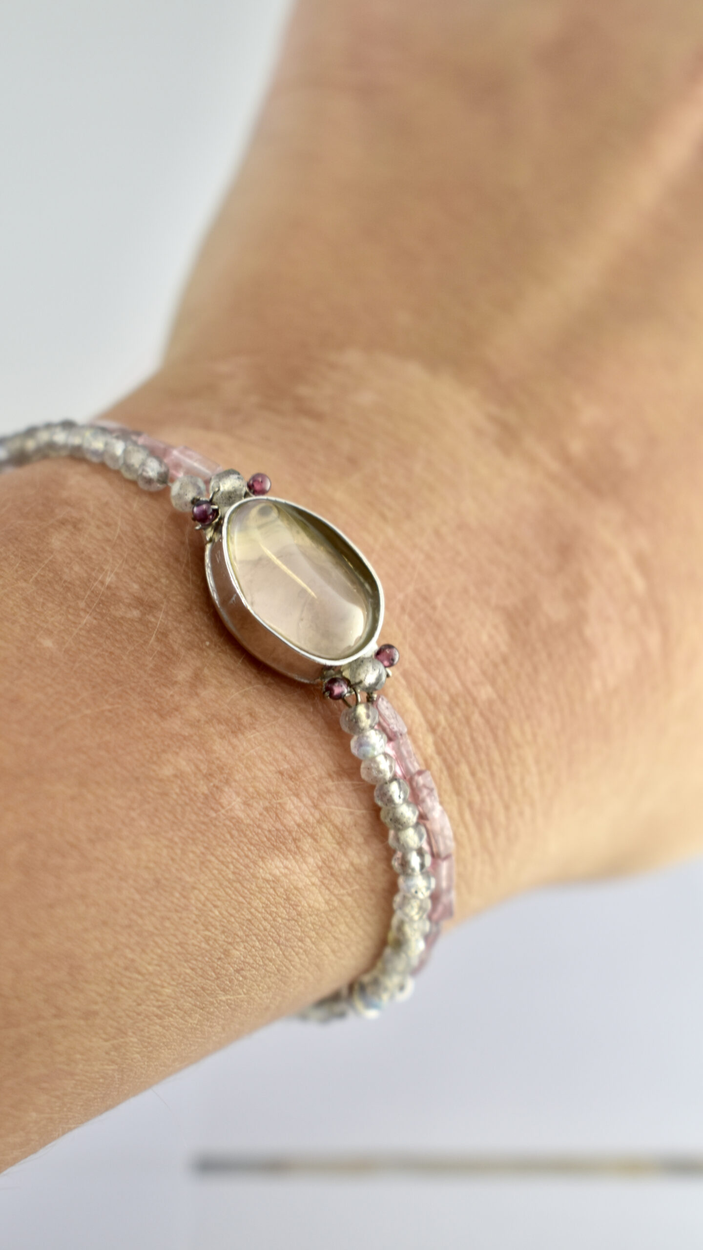 Nico Taeymans armband labrodoriet en hessoniet